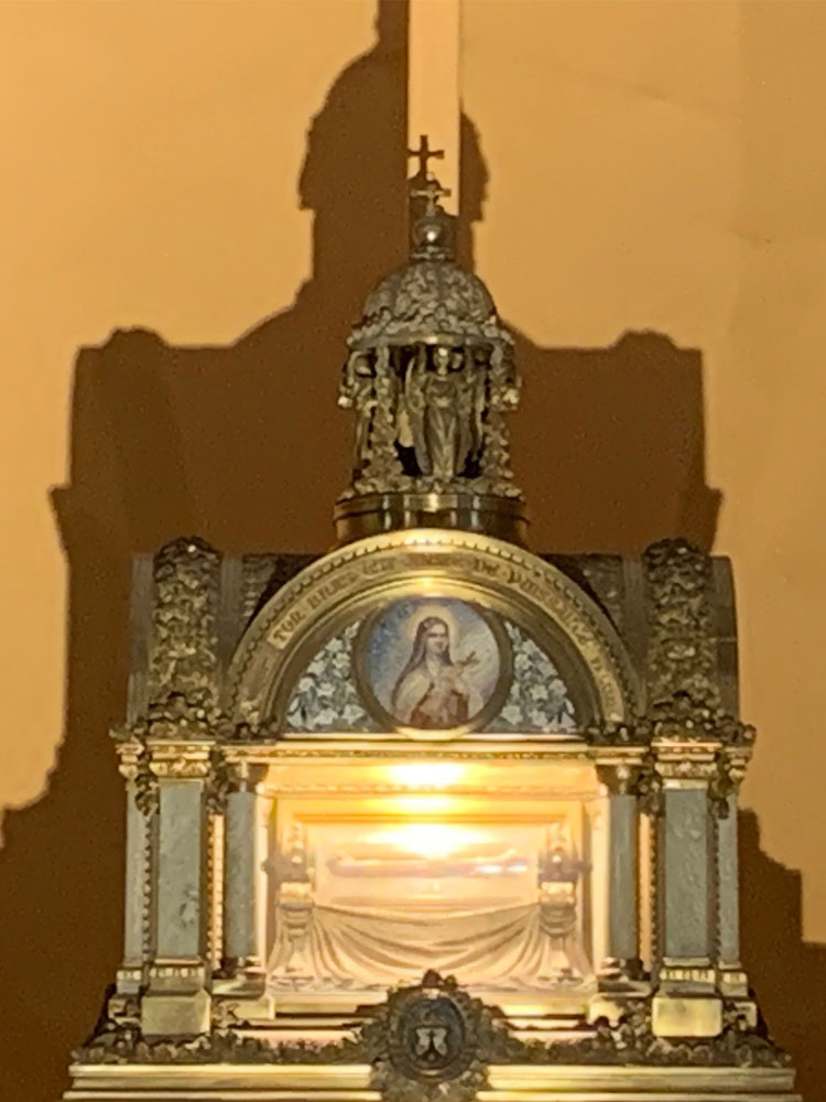 The reliquary containing the right arm of St Therese.